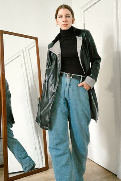 baggy jeans outfit ideas women, baggy jeans with turtleneck and leather trench spring fashion trends 2021